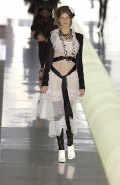 http://www.livingly.com/runway/Chanel/Paris Fashion Week Fall 2003/349KTUF_wVp
