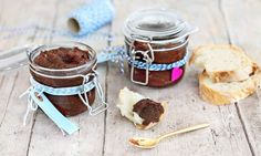 Haselnussaufstrich - Rezepte - Schweizer Milch Chocolate Fondue, Desserts, Recipes, Cutter, Ajouter, Food, Garlic Butter, Gourmet Gifts, Treats