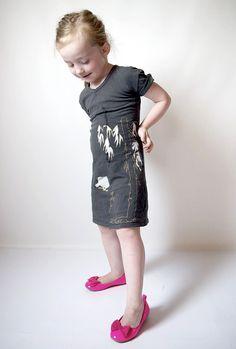 Little girl dress from t-shirt