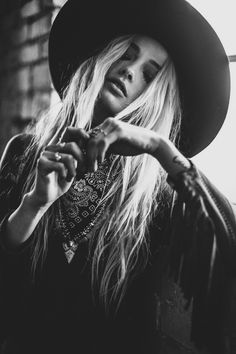leave your hat on. Girl Photography, Fashion Photography, Estilo Folk, Chapeau Cowboy, Crochet Penguin, Look Boho, Foto Pose, Portrait Inspiration, Black And White Photography