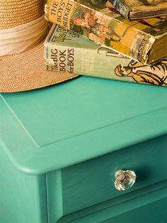 kastje in Annie Sloan Chalk Paint Provence