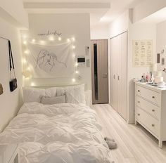 Here are 8 ways to maximize the space in a small bedroom. Tiny Bedroom Design, Small Room Design, Home Room Design, Study Room Decor, Room Ideas Bedroom, Small Room Bedroom, Korean Bedroom Ideas, Girls Bedroom Colors, Small Apartment Bedrooms