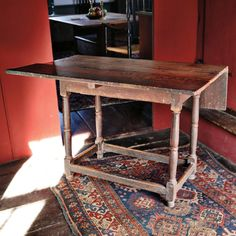 Rare Maple Double-drop Leaf Stretcher-base Tavern Table, probably New York, mid-18th century (Lot 257)