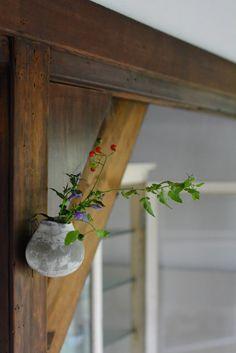 「打田翠展 ヴィーナスの果実」は本日よりオープンしました。初日よりたくさんの方々にお越し頂き厚く御礼申し上げます。 本展では、打田さんの花器がたくさ...