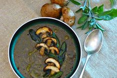 I love mushroom soup, the more intense the flavour, the better. And this vegan recipe does not disapoint.