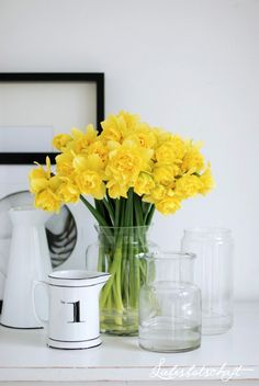 {bunches of daffodils in a glass vase}  http://www.facebook.com/CameliaFlorales