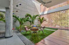 Vastey – The No wood House Courtyard Design, Courtyard House, Indoor Courtyard, Modern Bungalow House, Modern House Plans, Aspen, Modern Architecture House, Sustainable Architecture, Architecture Design