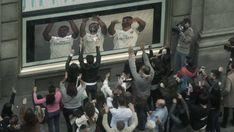 Vídeo: La inocentada de los jugadores del Madrid en la Gran Vía | Actualidad | EL PAÍS https://elpais.com/elpais/2017/12/28/videos/1514463233_958574.html#?ref=rss&format=simple&link=link