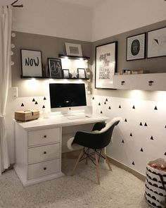 31 White Home Office Ideas To Make Your Life Easier; home office idea;Home Office Organization Tips; chic home office. 31 White Home Office Ideas To Make Your Life Easier; home… Study Room Decor, Cute Room Decor, Room Ideas Bedroom, Bedroom Decor, Office In Bedroom Ideas, Home Office Chairs, Home Office Decor, Home Decor, Office Chic