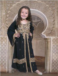 takshita's voor kinderen en volwassenen | Kaftan, Caftan, Marokkaanse jurk, Marokkaanse jurken, Marokkaanse bruiloft, Takshita, Takchita, Bruidsjurk, Sieraden, Djellaba, Henna, Bedankjes, Neggafa, Marokkaanse trouwgids, Sari