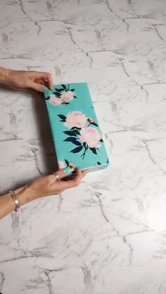 Creative Gift Wrapping, Creative Gifts, Cool Gifts, Wrapping Ideas, Christmas Gift Wrapping, Christmas Crafts, Craft Gifts, Diy Gifts, Gift Wrapping Techniques