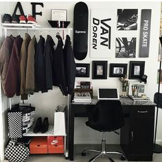 Workspace Inspo and Image Regram thanks to Fredo @stay_goldyn based in the US. One very cool workspace that was kindly tagged to us via #workspacie belonging to Visual Merchandising Marketing Student Fredo @stay_goldyn. We love that very cool gallery wall and whole setup here! We talk a lot about making your workspace reflect your own unique personality...Fredo has nailed it right here...so awesome! Thanks Fredo for the tag we love your workspace style! by theworkspacestylist