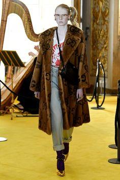 Sfilate Gucci - Pre-collezioni Primavera Estate 2018 - Collezione - Vanity Fair