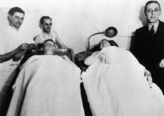 1935 – Ma Barker from right, post-mortem with the corpse of her son Freddy and some local gawkers) Famous Outlaws, Real Gangster, Italian Gangster, 3 Gif, Bonnie Clyde, Serial Killers, American, Film, Mobsters