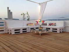 Pallet roof terrace lounge in pallets ceiling roof pallet lounge pallet outdoor project with roof Lounge grece Furniture Making, Garden Furniture, Diy Furniture, Outdoor Furniture Sets, Furniture Design, Building Furniture, Furniture Projects, Luxury Furniture, Pallet Exterior