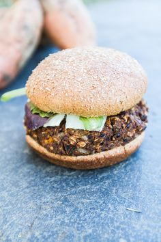 Make your own gluten-free and vegan homemade veggie burgers with this tasty Sweet Potato Black Bean Burger recipe. Wrap Recipes, Clean Recipes, Cooking Recipes, Meatless Burgers, Vegan Burgers, Vegetarian Dinners, Vegetarian Recipes, Homemade Veggie Burgers, Sweet Potato Burgers