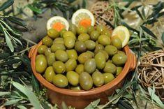 Greek Olives, Olive Tree, Greek Recipes, Goodies, Lemon, Tasty, Fruit, Healthy, Green