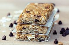 Easy-to-make, healthy granola bars that are homemade - packed with rolled oats, crispy cereal, & mini chocolate chips!