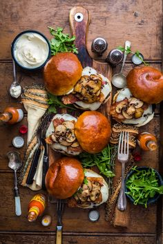 Mushroom Bacon Swiss Cheeseburgers from Denis the Prescott -so delish. Tasty, Yummy Food, Cooking Recipes, Healthy Recipes, Snacks Für Party, Le Diner, Food Platters, Food Presentation, Love Food