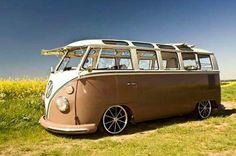 Lookout of this VW bus Volkswagen Transporter, Bus Camper, Volkswagen Bus, Campers, Volkswagen Beetles, Volkswagen Germany, Vw Caravan, Combi Split, Combi Wv