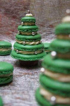 New year macaroons - Weihnachtskekse / X-mas Cookies - Macaron Xmas Food, Christmas Sweets, Christmas Cooking, Noel Christmas, Christmas Goodies, Macarons Christmas, French Christmas, Homemade Christmas, Holiday Treats