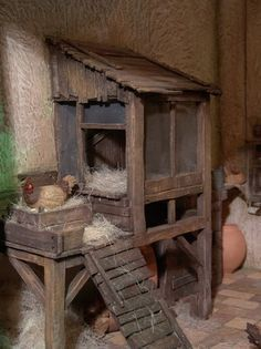 DIY Chicken Coop for your Nativity Scene. Photos only. Enjoyed by www. Miniature Crafts, Miniature Houses, Miniature Rooms, Popsicle Stick Crafts, Craft Stick Crafts, Fontanini Nativity, Nativity Stable, Mud House, Vitrine Miniature