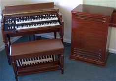 Hammond B3 organ with Leslie Speaker. Ahh, the sounds.  Let's go in!!!!