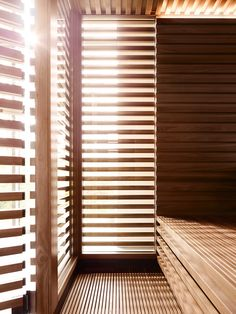 The KLAFS MATTEO THUN Design Sauna: A lot of wood, glass and privacy. No technical equipment or superfluous elements will detract from relaxation. Sauna Steam Room, Sauna Room, Private Sauna, Interior Architecture, Interior Design, Painted Floors, West End, Pavilion, Design Projects