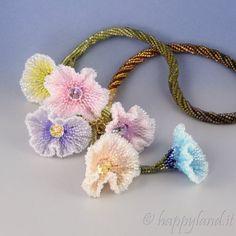Le gioie di Happyland: Spring collar
