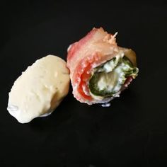 Bacon wrapped jalapeno poppers with sour cream and chives Bacon Wrapped Jalapeno Poppers, Date Dinner, Sour Cream, Sushi, Bae, Cheese, Breakfast, Videos, Ethnic Recipes