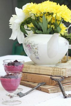 the vintage tea party - le zollette - allestimento con teiera e fiori - Tea pot and flowers