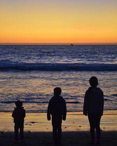 Hermanos. @laserena_Chile #laserena #avdelmar #silhouette #sunset #beach by tronchitron