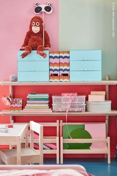 LISABO vägghyllor är tillräckligt breda för att rymma syskonens förvaring och den stilrena designen matchar andra möbler perfekt. PALLRA Minibyrå med 3 lådor, ljusblå, LISABO Vägghylla, askfaner. Modern Bedroom Furniture, Low Shelves, The Help, Kids Room, Room Decor, Design, Children, Boxes, School Essentials