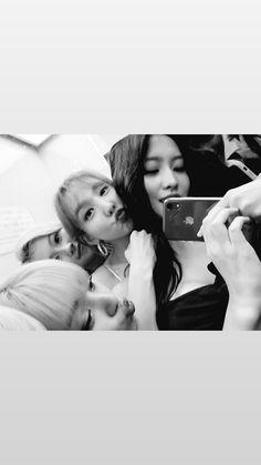 Jihyo, Sana, Nayeon and Momo Kpop Girl Groups, Korean Girl Groups, K Pop, Twice Group, Jihyo Twice, Chaeyoung Twice, Nayeon Twice, Im Nayeon, Hirai Momo