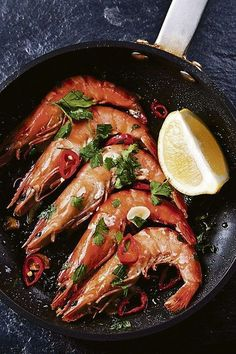 Australian Gourmet Traveller recipe for prawn satay by Pete Evans. King Prawn Recipes, Fish Recipes, Seafood Recipes, Healthy Recipes, Restaurant Fish, Food Porn, Gula, Comfort Food, Summer Recipes