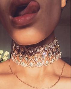 4 Colors 2017 Hot HOUDA High Quality Vintage Jewelry Hallow Out Crystal  Choker Necklace Statement Alloy Sexy Chocker Women Gift 068c0d9a1b1c