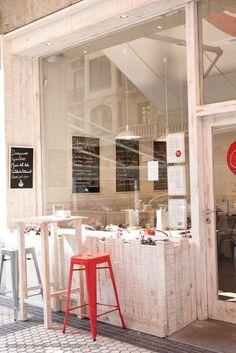 La Guinda, a coffee shop and restaurant located in San Sebastián.