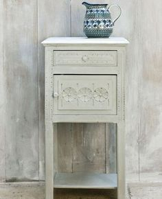 Annie Sloan Chalk Paint-- Paris Grey {what I'd like to use in my dining room on an old hutch in there...}