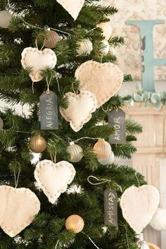 May the Christmas Spirit fill your home with Love. Outside Christmas Decorations, Handmade Christmas Decorations, Diy Christmas Ornaments, Noel Christmas, Country Christmas, Natal Diy, Navidad Diy, Feng Shui, Ideas Decoración