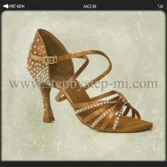 Sandalo in raso bronzo decorato con strass #stepbystep #scarpedaballo #danceshoes #sandali #sandal #salsa #bachata #kizomba #tango #strass #rhinestones #bronze #tan #bronzo