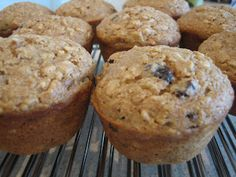 Applesauce Oatmeal Muffins - quick, easy, healthy, AND delicious! Great for breakfast or snacks, and under 100 calories per muffin! Apple Cinnamon Muffins, Oatmeal Muffins, Applesauce Muffins, Raisin Muffins, Unsweetened Applesauce, Muffin Recipes, Baked Goods, Sweet Tooth, Sweet Treats