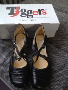 https://www.ebay-kleinanzeigen.de/s-anzeige/tiggers-riemchen-pumps-ginger-gr-39-schwarz-barockabsatz/478895306-159-2236
