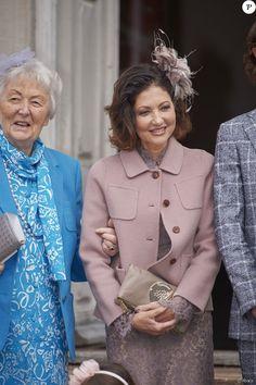 La comtesse Alexandra de Frederiksborg et sa mère Christa Manley lors de la confirmation de leur fils et petit-fils le prince Felix de Danemark en la chapelle du palais de Fredensborg le 1er avril 2017.