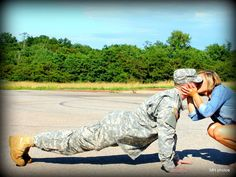 military love (so doing this with my hubby although I'll be in my camo and doing push-ups with him) Military Couples, Military Love, Military Relationships, Marine Love, Military Homecoming, Pomes, Military Girlfriend, Military Pictures, Army Life
