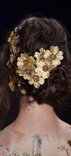 Summer 2017 Ready-to-Wear Samuel Cirnansck Black Tie Affair, Flower Fashion, Cut And Color, Up Hairstyles, Fashion Details, Hair Pins, Hair Makeup, Hair Beauty, Glamour