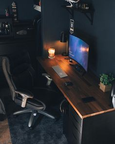 We've compiled the best office desk setup ideas, ergonomic desk setups, and gaming setup for you, featuring the best ergonomic chairs! All images were sourced. Home Office Setup, Home Office Space, Home Office Design, House Design, Small Office, Office Office, Lawyer Office, Office Workspace, Computer Desk Setup