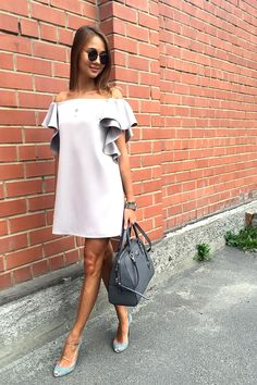 casual work outfits for women with skirt 33 Casual Work Outfits, Casual Dresses, Short Dresses, Fashion Dresses, Mode Geek, Look Fashion, Womens Fashion, Trends 2018, Summer Fashion Trends