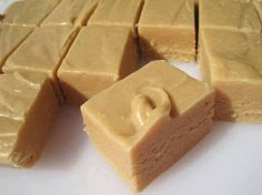 This Easy Peanut Butter Fudge is a simple recipe to make and is the perfect balance of sweet and salty.This fudge Homemade Fudge, Homemade Peanut Butter, Peanut Butter Fudge, Homemade Candies, Creamy Peanut Butter, Butter Pecan, Homemade Gifts, Fudge Recipes, Candy Recipes