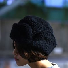[KAIKI]  ボアロシアン帽  冬らしいボア素材でつくられたユニセックスアイテム。 black/khakiの2色展開です。  #oviestudio #kaiki #kaiki2016aw #カイキ