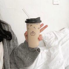 Cream Aesthetic, Aesthetic Coffee, Brown Aesthetic, Aesthetic Food, Aesthetic Light, Cafe Food, Bubble Tea, Milk Tea, Korean Food